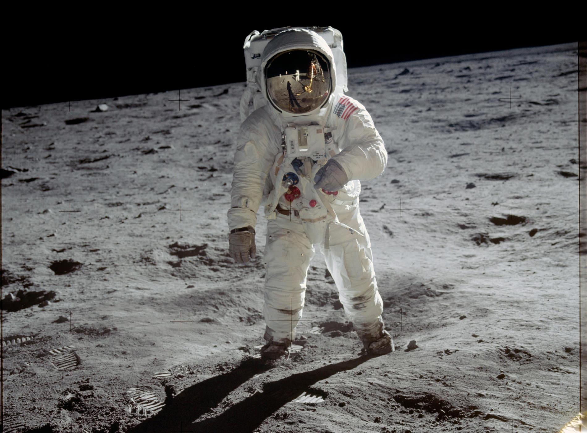 Sélection Belles Montres Voyage Omega Speedmaster NASA Moon Journey