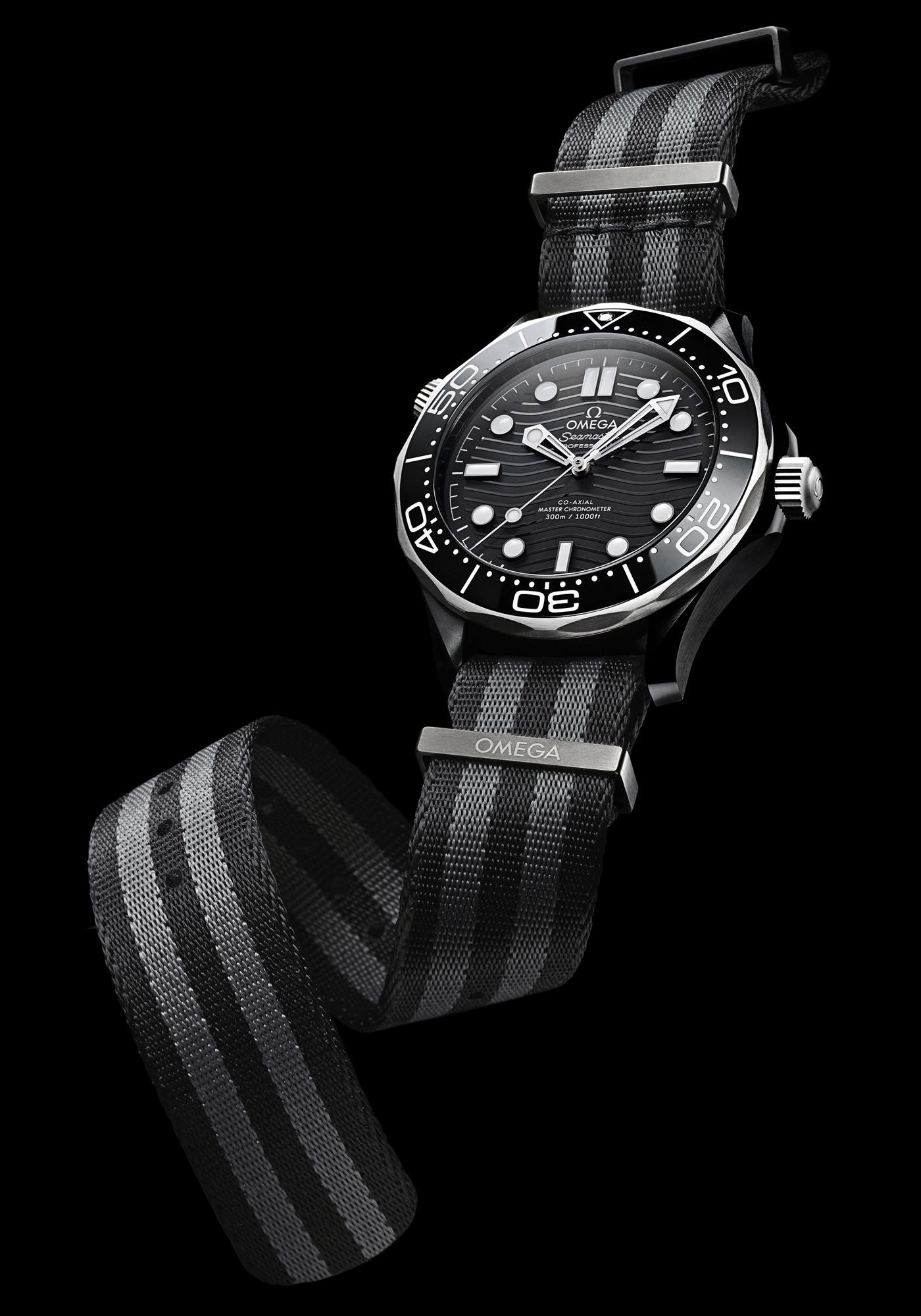 Montre Omega Seamaster Diver-300M Céramique Titanium Bracelet NATO Gris Rayures Longueur