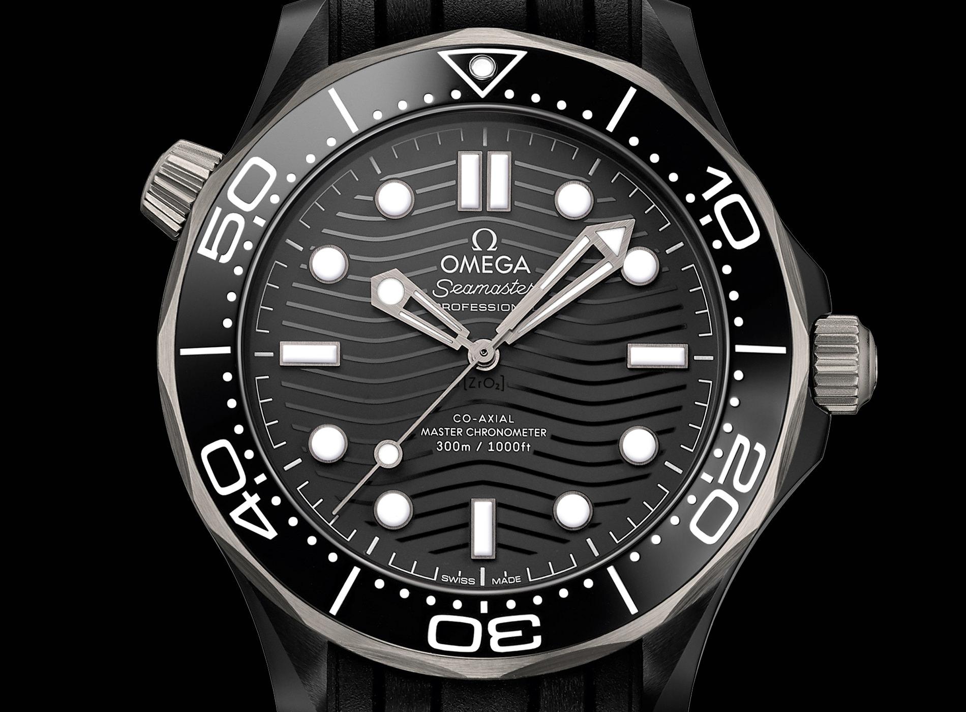 Montre Omega Seamaster Diver 300M Céramique Titanium Bracelet Caoutchouc Noir Détails