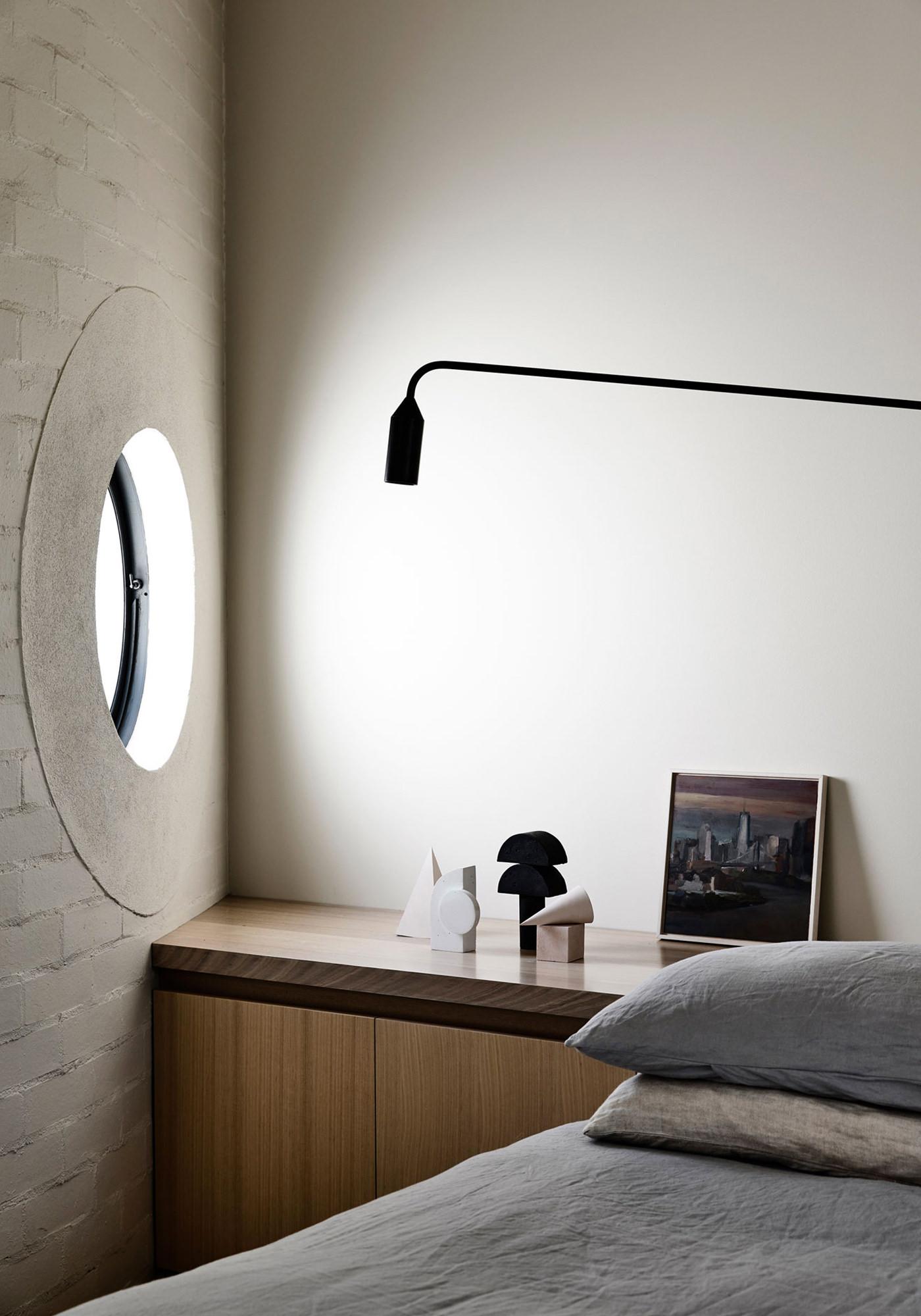 Kennedy Nolan Architects Edwardian Caroline House Melbourne Lampe Potence Jean Prouvé