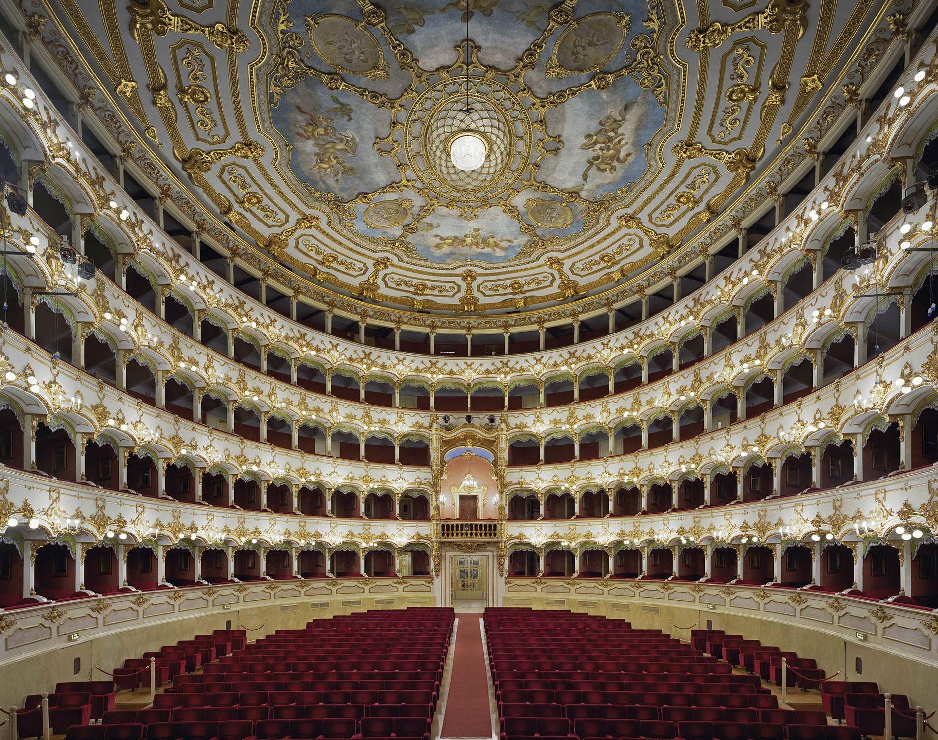 David Leventi Serie Photographie Opera Teatro Municipale Plaisance Italie