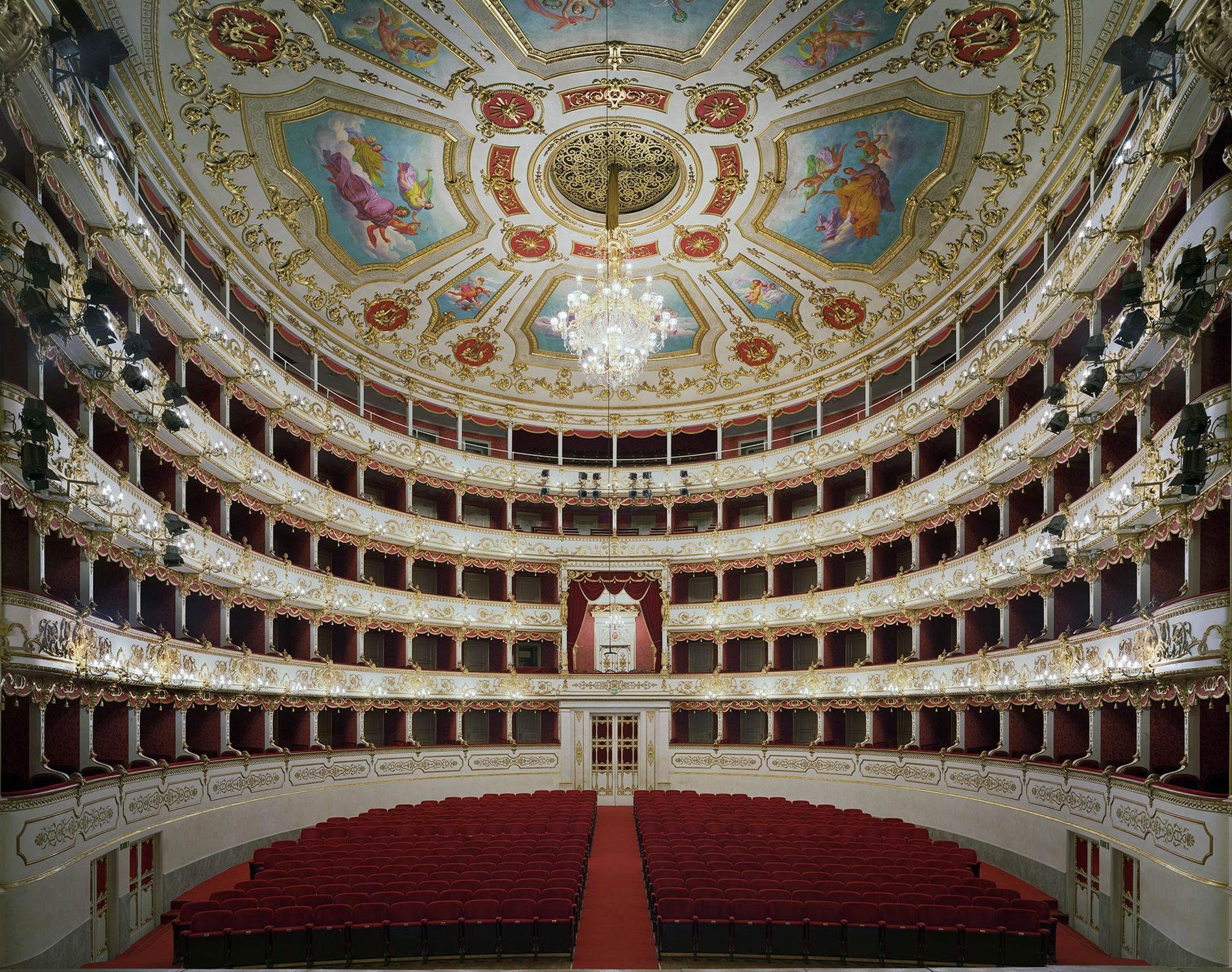 Opera Teatro Municipale Valli Regio Emilie Italie 2010
