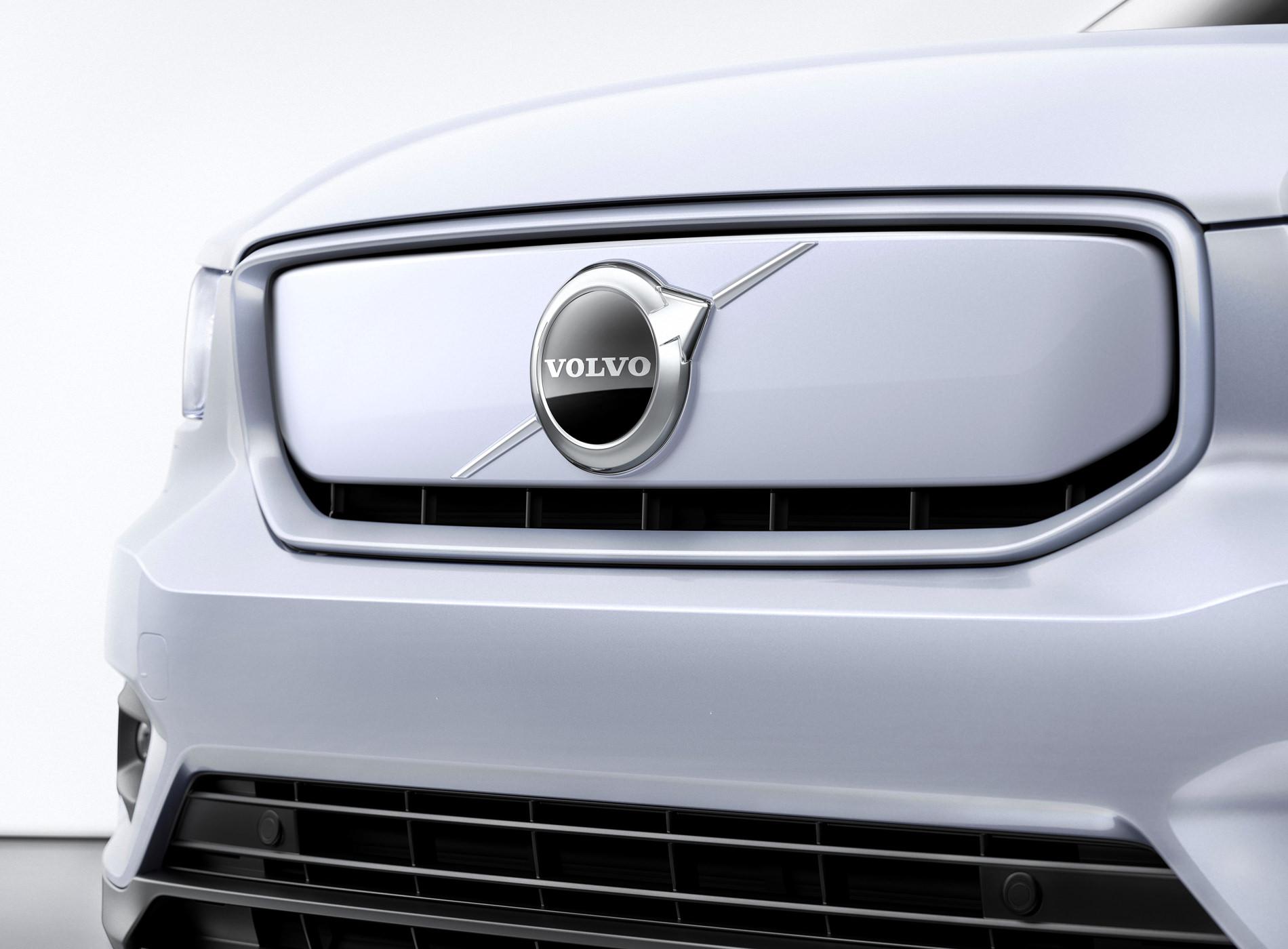 Volvo CX40 Recharge Voiture Electrique Détails Logo Capot Avant