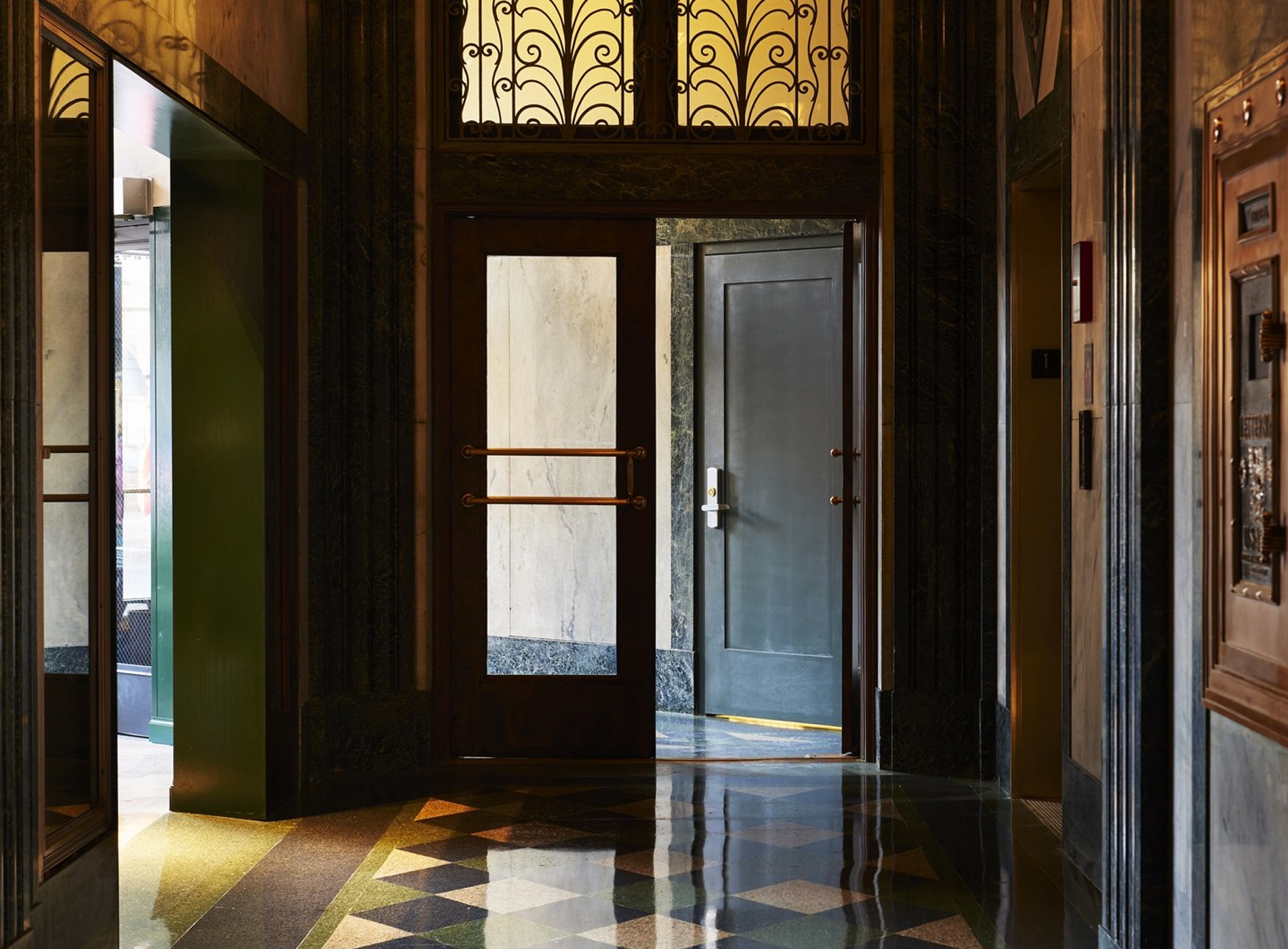 City Guide Chicago The Robey Hotel Entrée