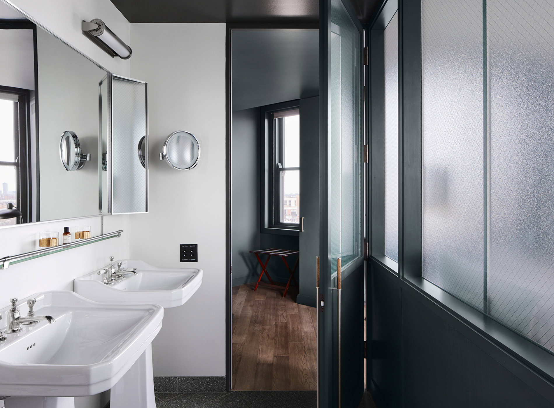 City Guide Chicago The Robey Hotel Salle Bain Corner Suite