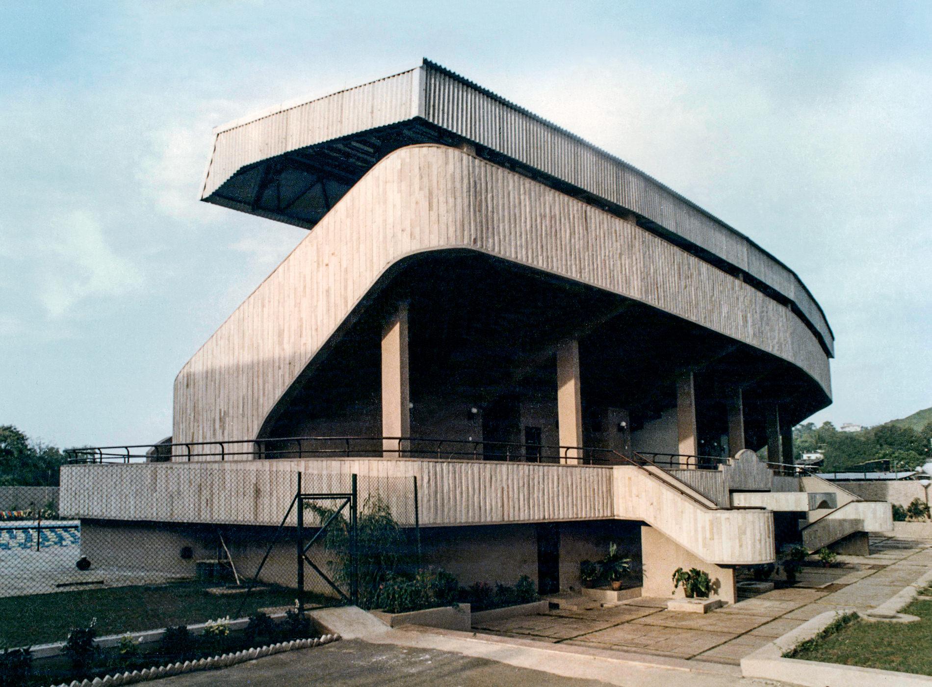 Phaidon Jane Hall, Brinda Somaya, Piscine Olympique Stade, Mumbai, Inde