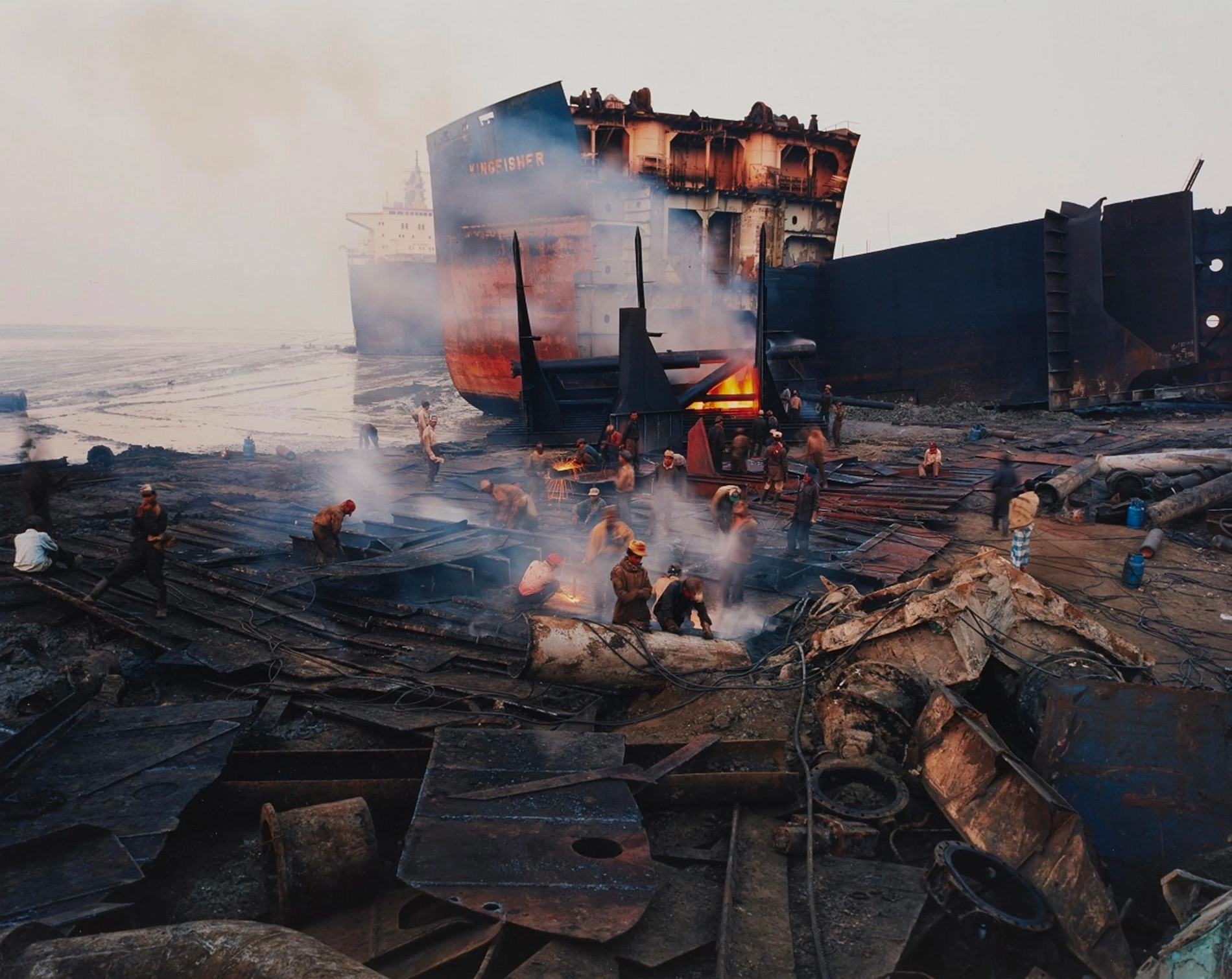 Edward Burtynski Photographie Shipbreaking No11 Chittagong Bangladesh 2000