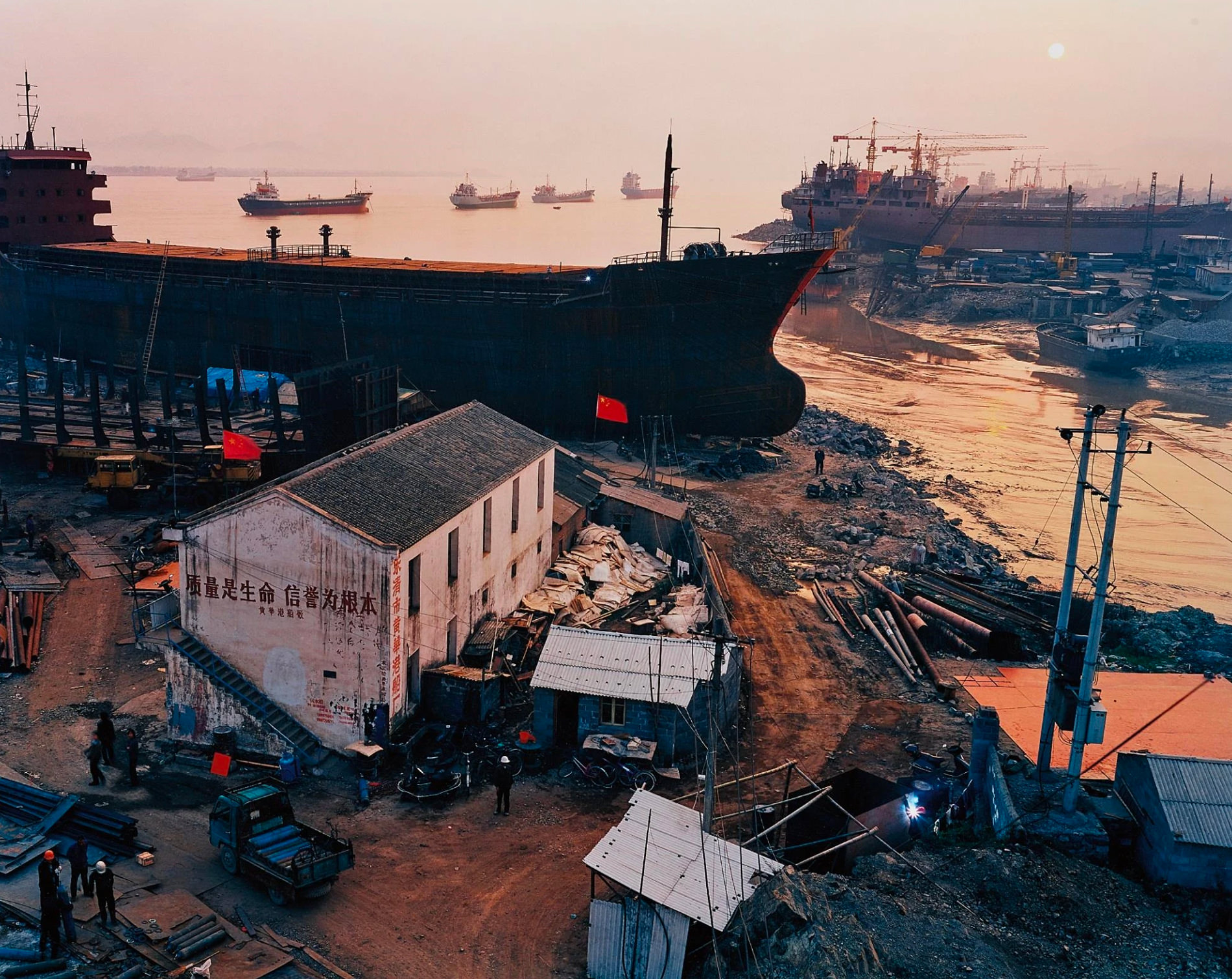 Edward Burtynski Photographie Shipyard No5 Qili Port Zhejiang Province Chine 2004