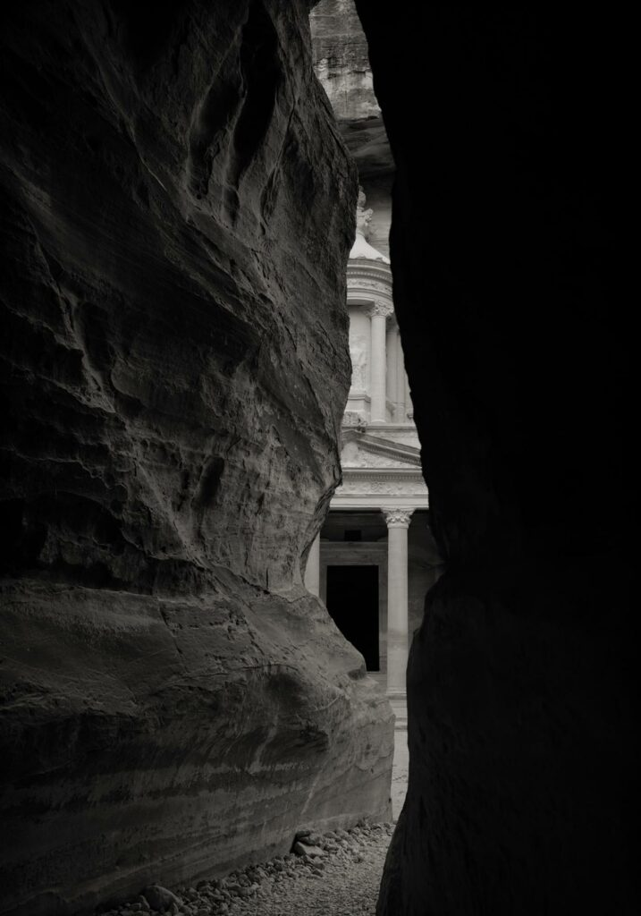 Kenro Izu Photographie Sacred Places Howard Greenberg Gallery